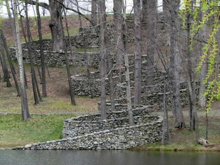 Andy Goldsworthy's 'The Storm King Wall' | © bobistraveling/Flickr