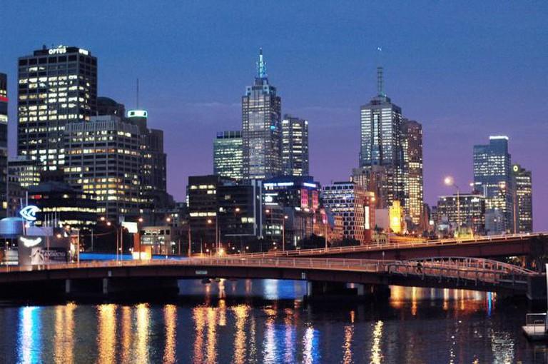Melbourne's skyline by night © Yasser Alghofily/Flickr