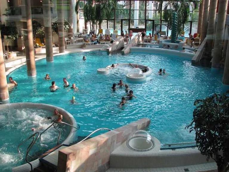 The thermal pool in the Carolus Spa   © Wi1234/Wikipedia
