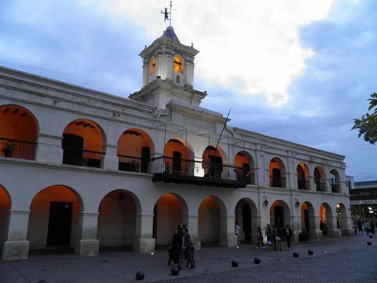 Cabildo on Plaza 9 de Julio Ⓒ Maria Alejandra Gil/WikiCommons