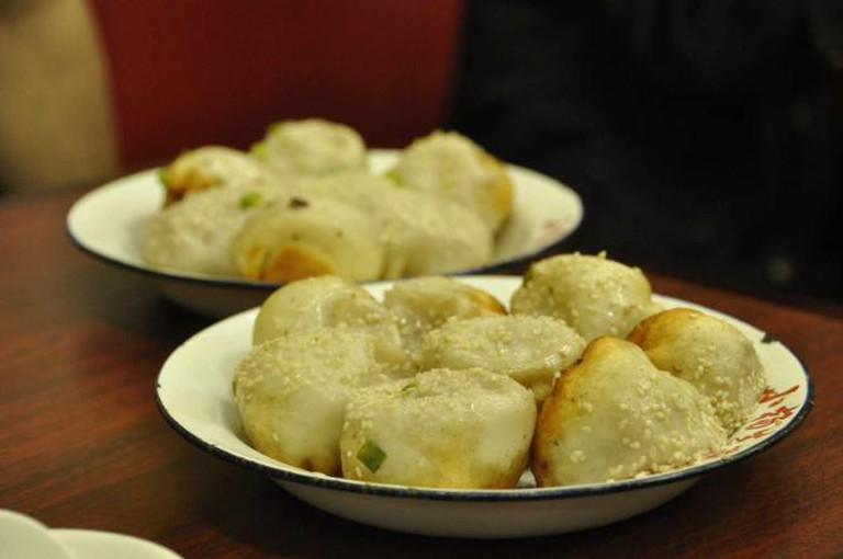 Shanghai-style pan-fried bun © kanegen/Flickr