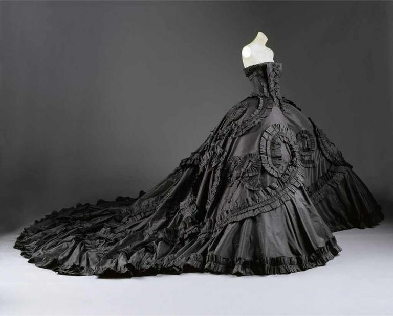 Taffeta ball-gown designed by John Galliano for Dior 1998 | © The Coincidental Dandy/ Flickr