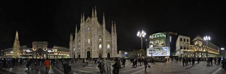 300 degree view of Piazza del Duomo