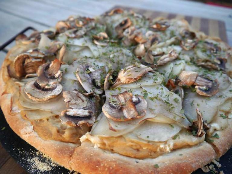 White truffle pizza