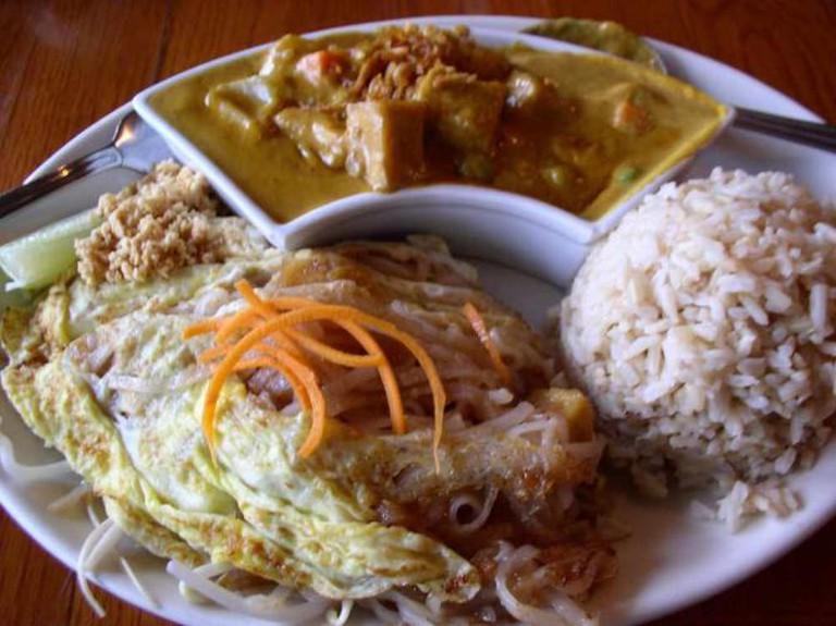 Tofu Pad Thai and yellow curry at Jamjuree