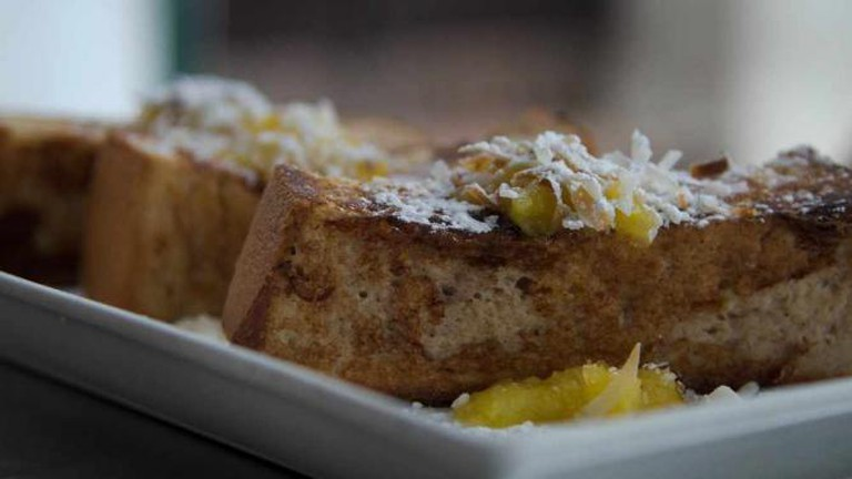 Coconut French toast at Caficultura | © Scott Dexter/Flickr
