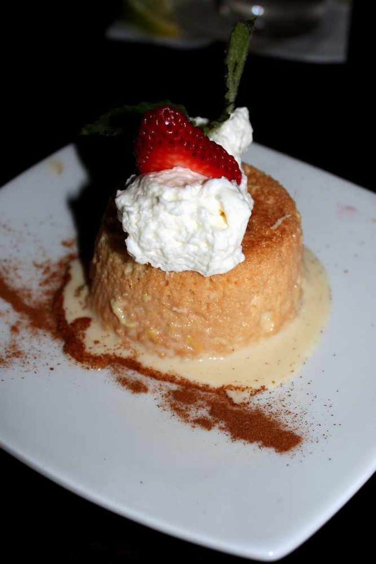 Ginger Tres Leche at the Dragonfly, San Juan | © Prayitno/Flickr