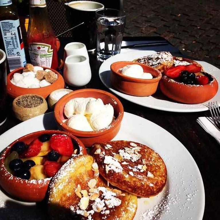 Brunch at Cafe del Azziz