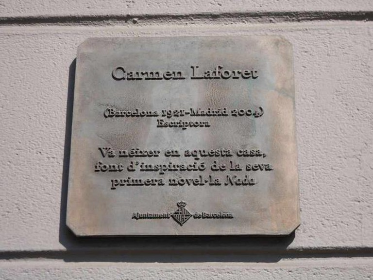 Memorial plaque to Carmen Laforet in Aribau 36 | © WikiCommons/Herodotptlomeu