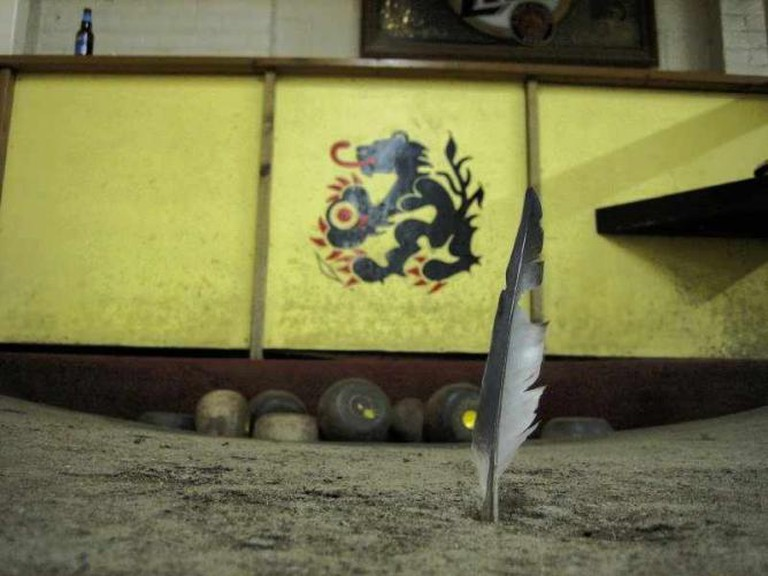 Featherbowling | © donttouchmymoustache/Flickr