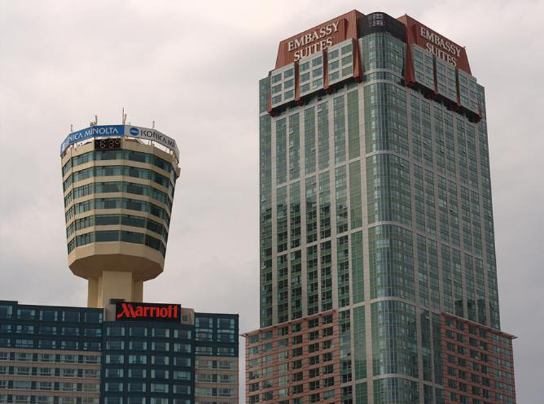 Hotel Towers (Tower Hotel on left) l © Michael Pereckas/Flickr