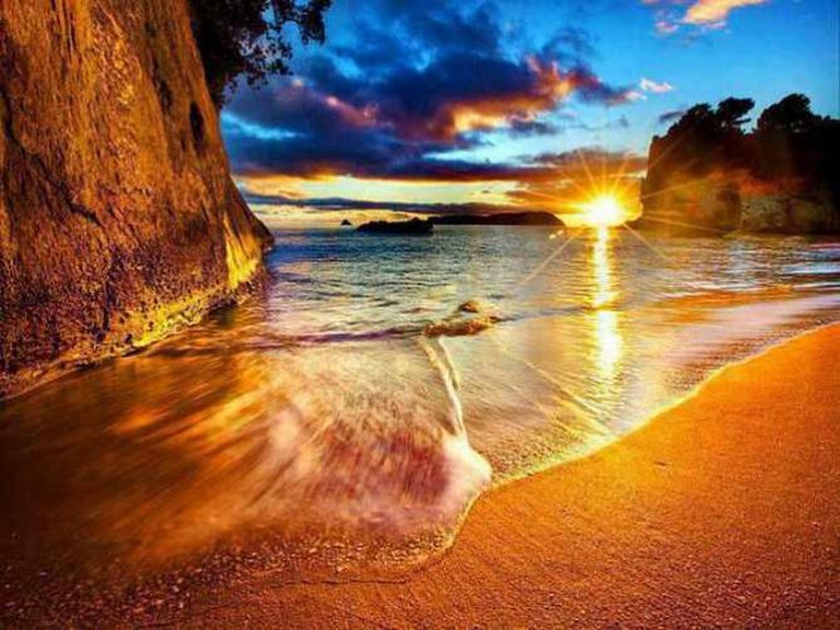 Cathedral Cove at sunset | © Eric Pheterson/Flickr