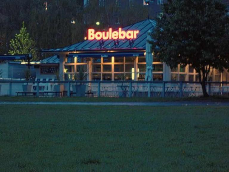 BouleBar at night