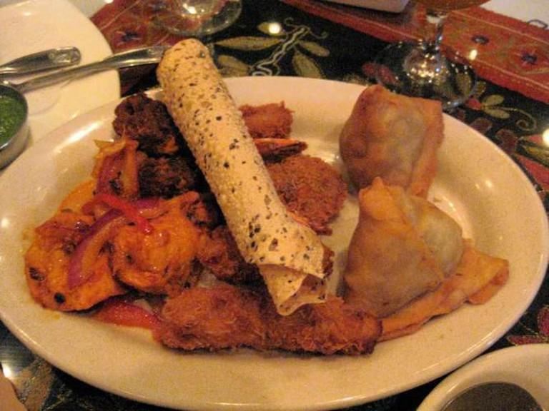 Mixed appetizer platter, Shalimar Restaurant | © wyn ♥ lok/Flickr