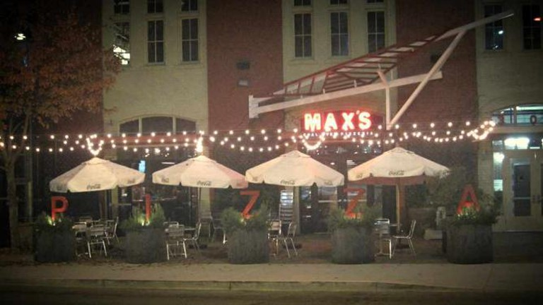Max's Coal Oven Pizzeria | © Foodie Buddha/Flickr