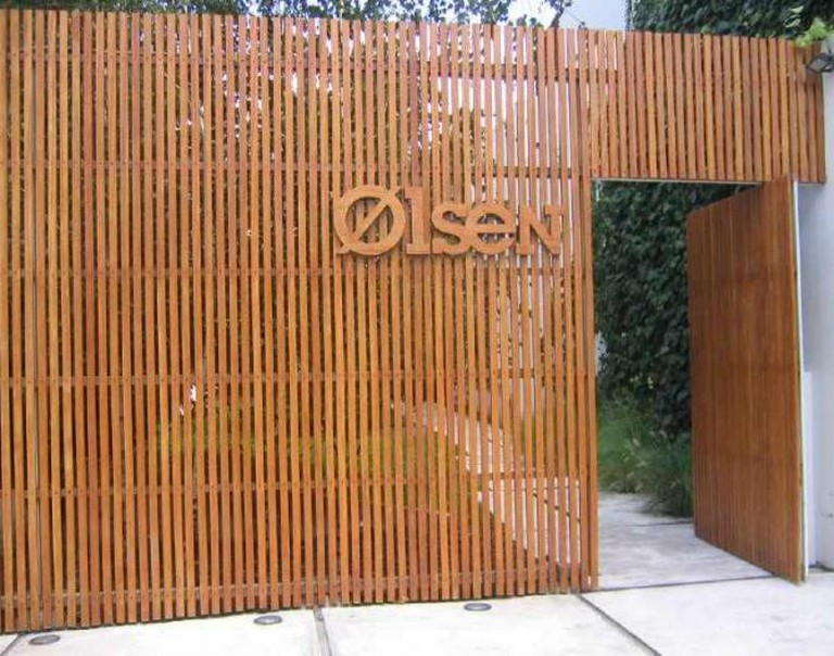 Olsen entrance © ulterior epicure/Flickr