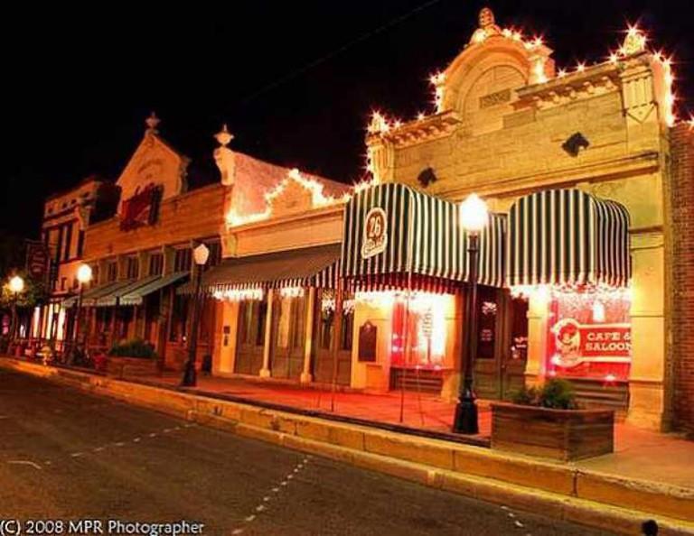 © Miss Hattie's Restaurant & Cathouse Lounge