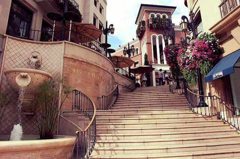Plaza at Rodeo Drive | © Jasmine Ashoori