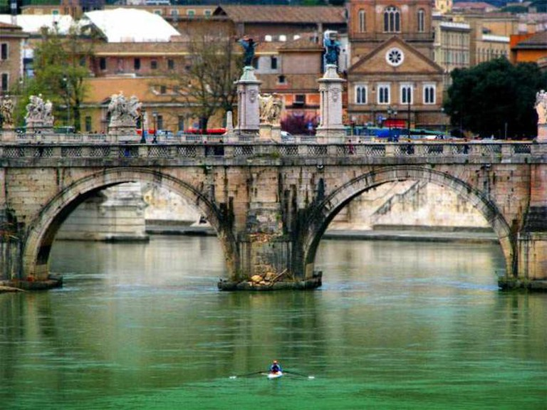 Kayaking on the Tiber | © Storm Crypt/Flickr
