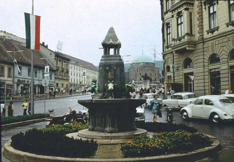 Zsolnay Fountain | ©Dguendel/WikimediaCommons