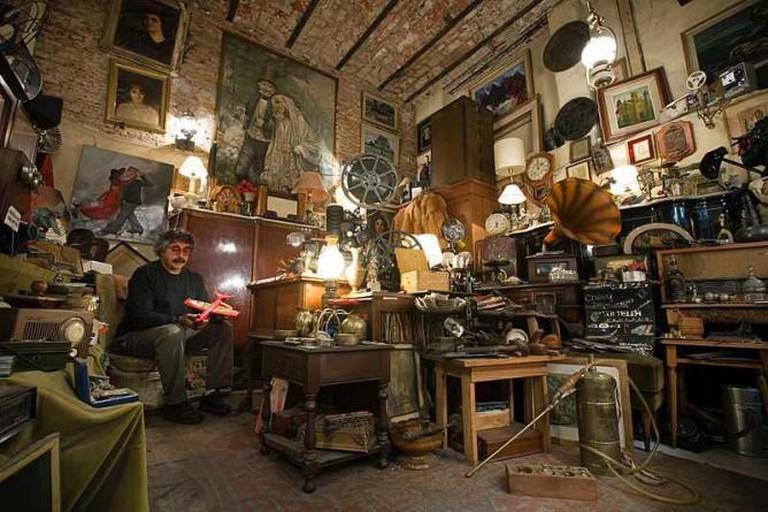 Antique shop on Calle Defensa | Ⓒ Jorge Royan/WikiCommons