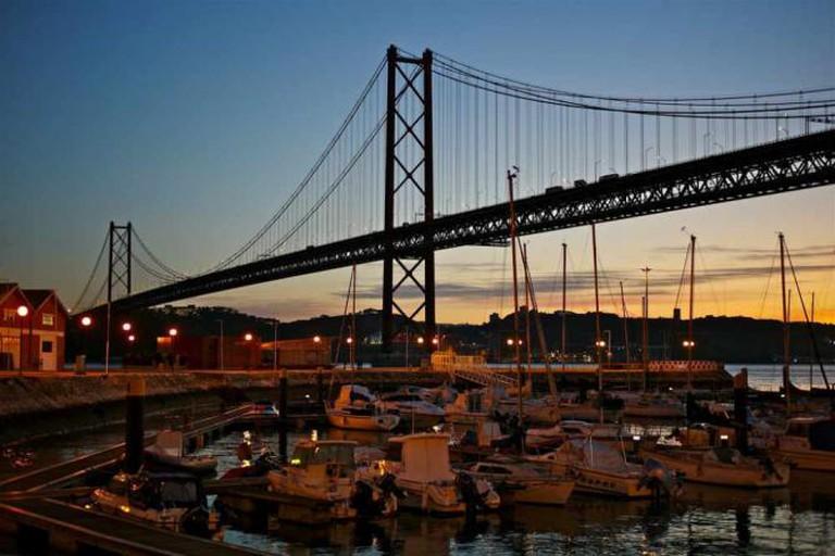 The 25 de Abril Bridge © Pedro Ribeiro Simões/Flickr