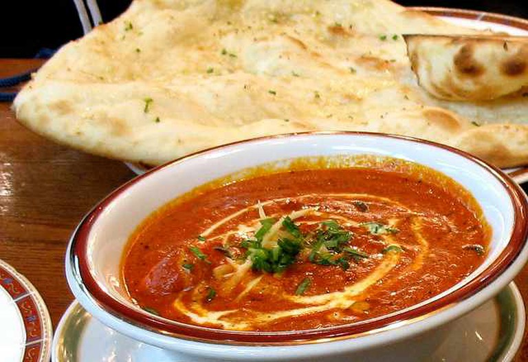 Butter Chicken and Naan | © Joshua Rappeneker/Flickr