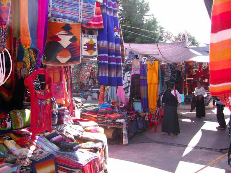 Otavalo Saturday Market | (c) Sylvain2803/WikiCommons