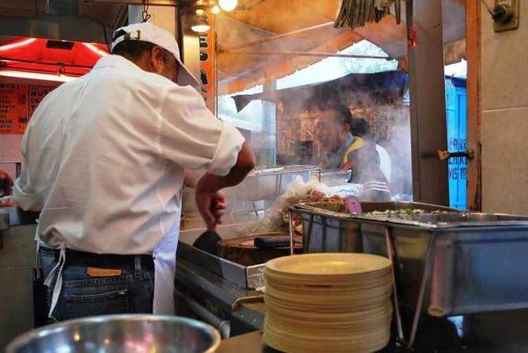 A traditional taco stand © Thelmadatter/WikiCommons
