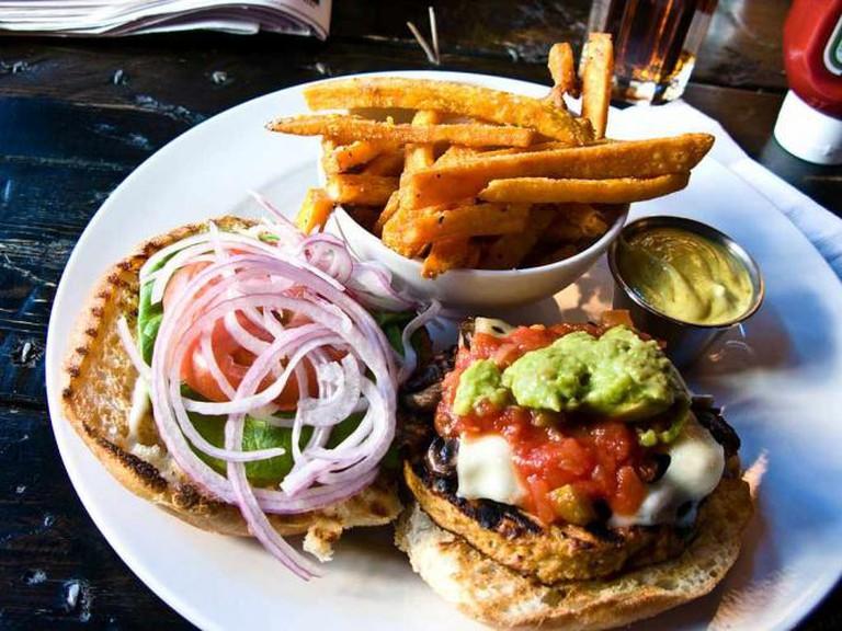 Vegetarian burger | © bradley j/WikiCommons