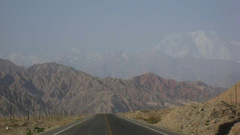 Karakoram Highway, Xinjiang, China | © taylorandayumi/Flickr