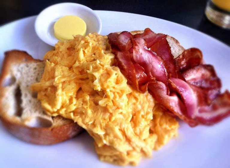 Scrambled eggs and bacon | © Katherine Lim/Flickr