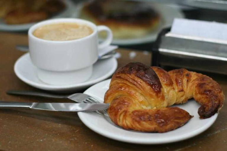 Coffee and Croissant | © Juan Fernández/WikiCommons