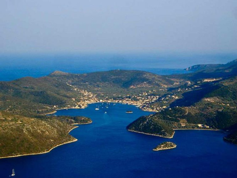 Panoramic view of Vathi, Ithaki | © auteur/WikiCommons