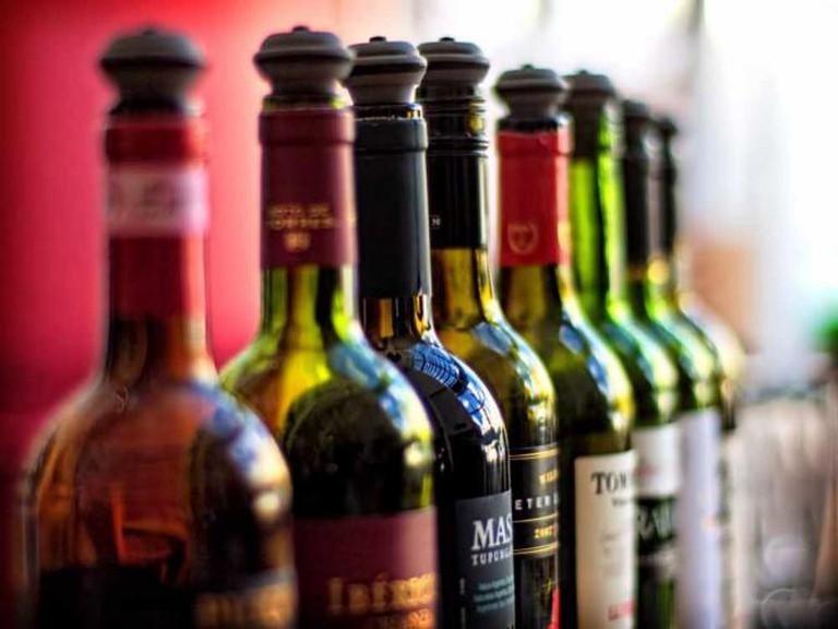 Wine bottles | © Alex Brown/Flickr