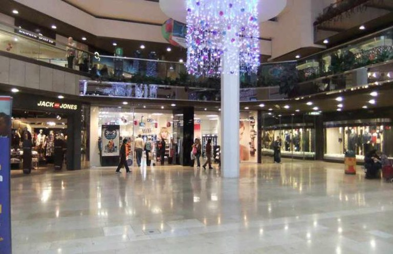 Queensgate Shopping Centre   © Gwydion M. Williams/Flickr