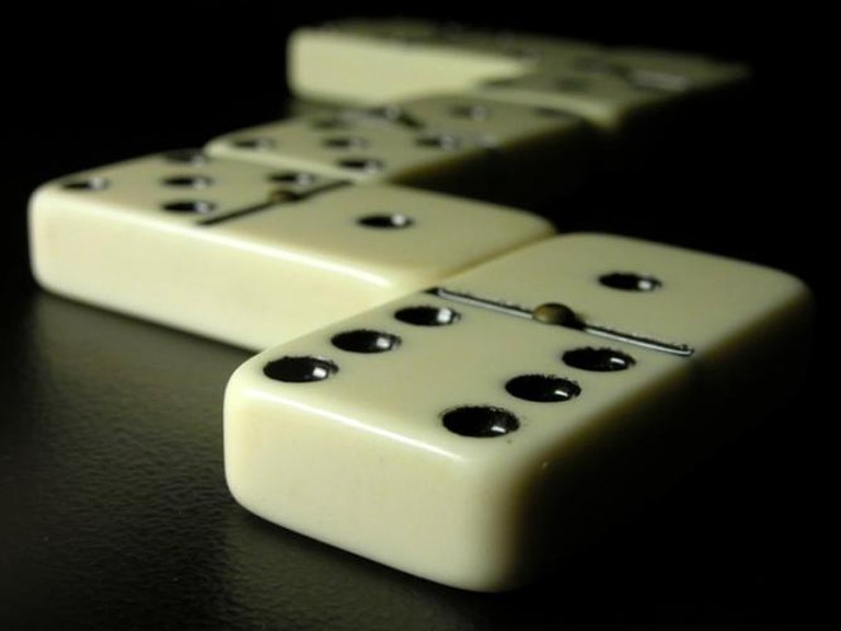 Dominoes | © Pixel ;-)~commonswiki/WikiCommons