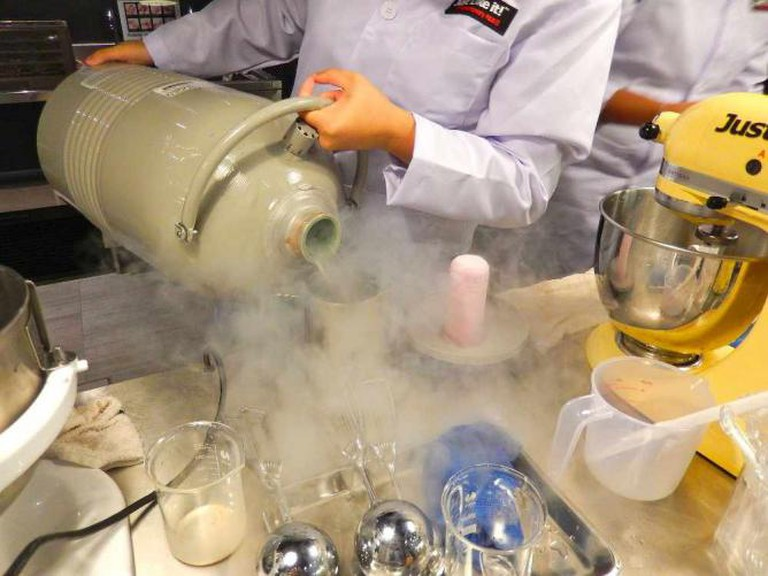 Liquid Nitrogen ice cream | © Sarah Ackerman/Wikicommons