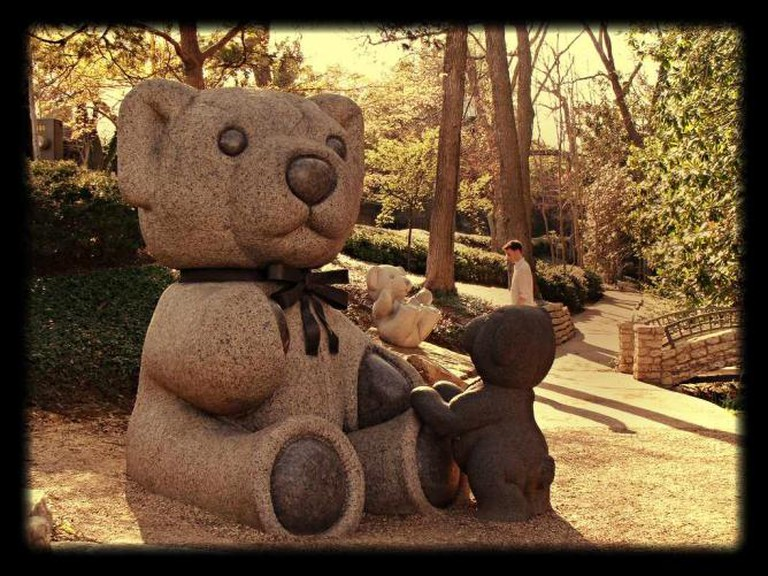 The large teddy bear sculptures are a popular attraction at Lakeside Park.