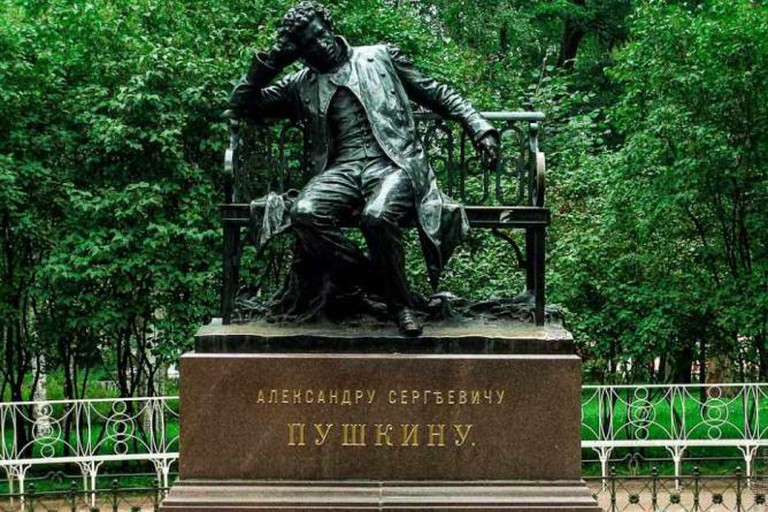 Sculpture of the poet by Vlad Meytin/Flickr