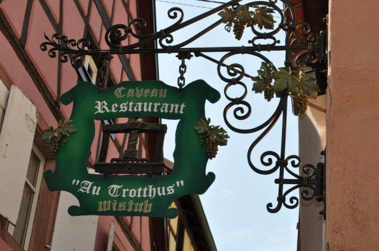 Riquewihr - 'Au Trotthus' (2013 08 06)   © filoer/Flickr