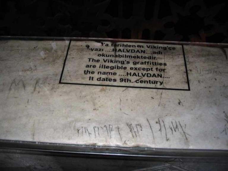 Graffiti presumably by Viking mercenaries in Hagia Sophia | © Not home/WikiCommons