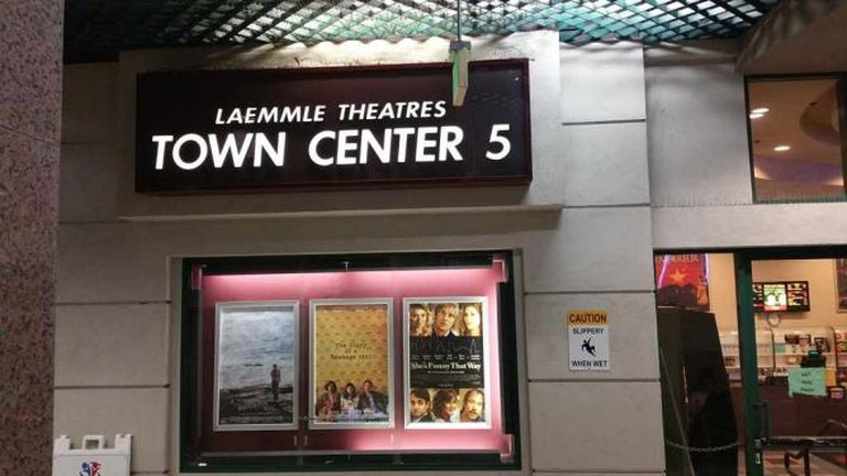 Laemmle's Town Center 5 | © Saadia Ahmed