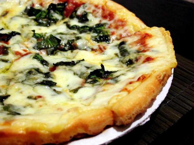 Fresh spinach pizza