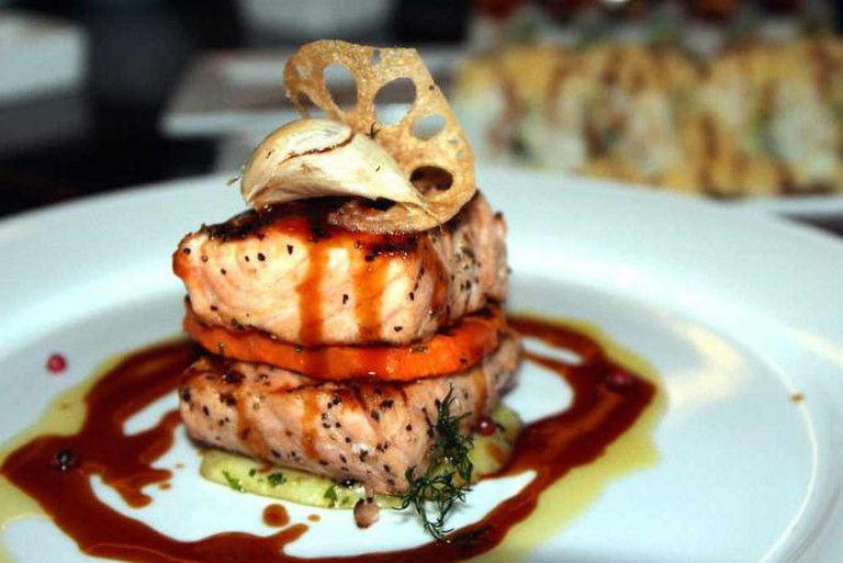 Grilled Salmon l © Prayitno/Flickr