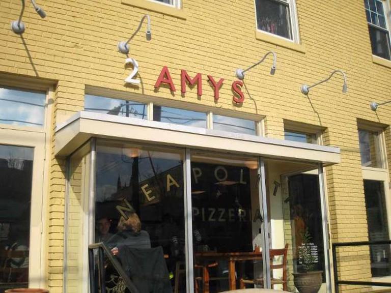 2 Amys   ©Rocky A/Flickr
