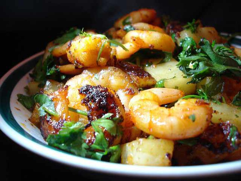 Spicy fried King Prawns | © rovingI/Flickr
