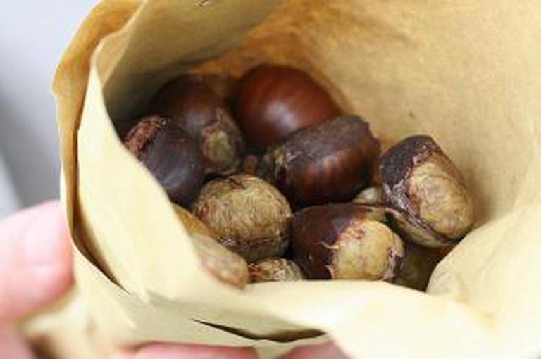 Roasted chestnuts | Ⓒ Rowena/Flickr