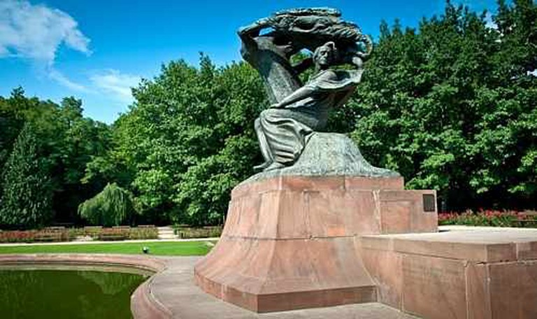 Chopin's statue in the Royal Baths Park | © Jacek Kadaj/Flickr