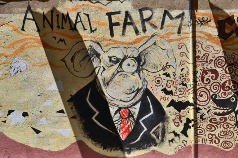 Mural inspired by George Orwell's Animal Farm